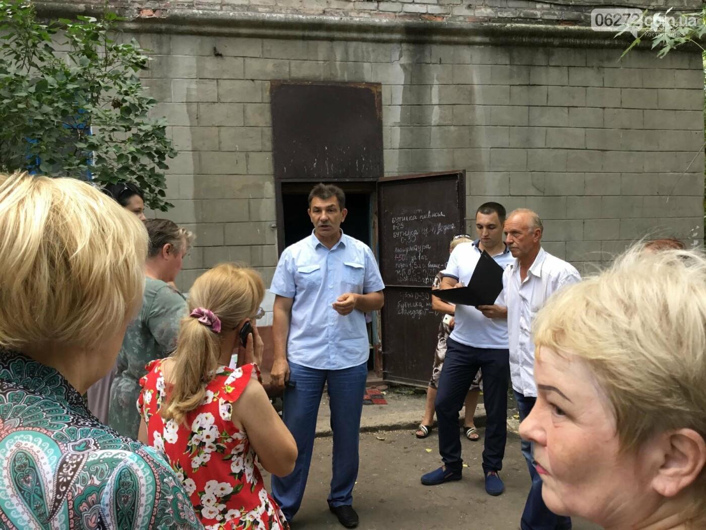 Жители Константиновской многоэтажки против пункта приема вторсырья в их доме, фото-4