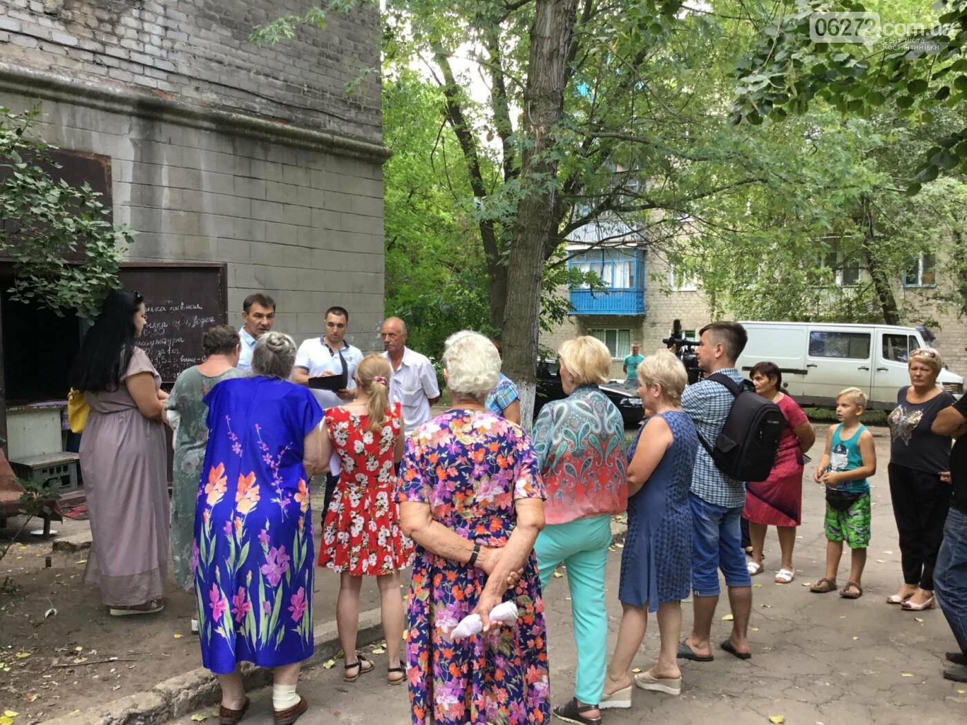 Жители Константиновской многоэтажки против пункта приема вторсырья в их доме, фото-9