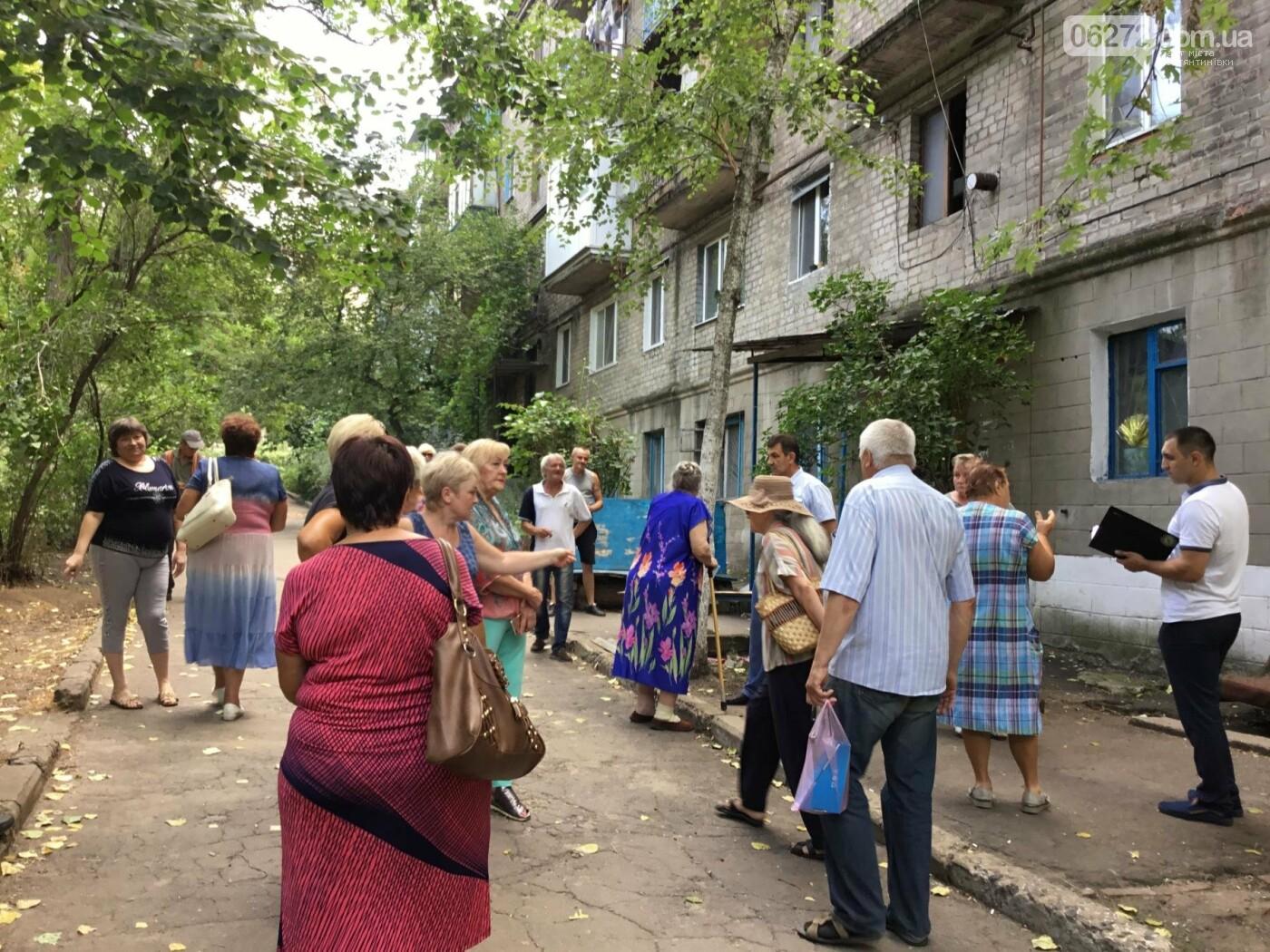 Жители Константиновской многоэтажки против пункта приема вторсырья в их доме, фото-6