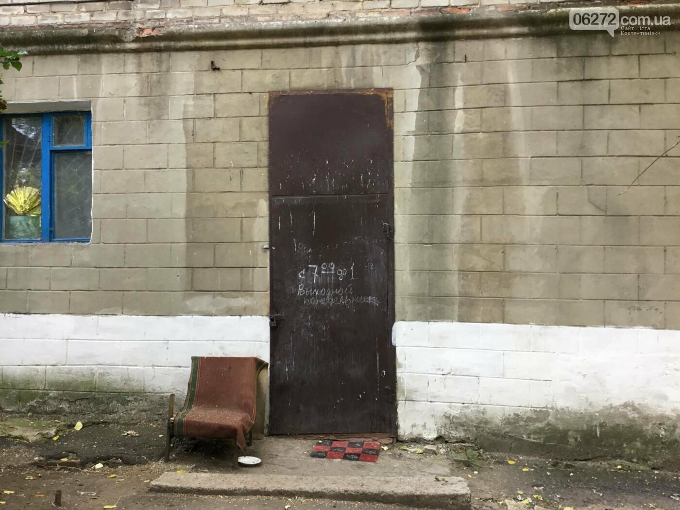 Жители Константиновской многоэтажки против пункта приема вторсырья в их доме, фото-1