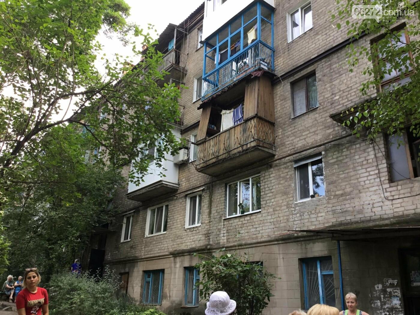 Жители Константиновской многоэтажки против пункта приема вторсырья в их доме, фото-8