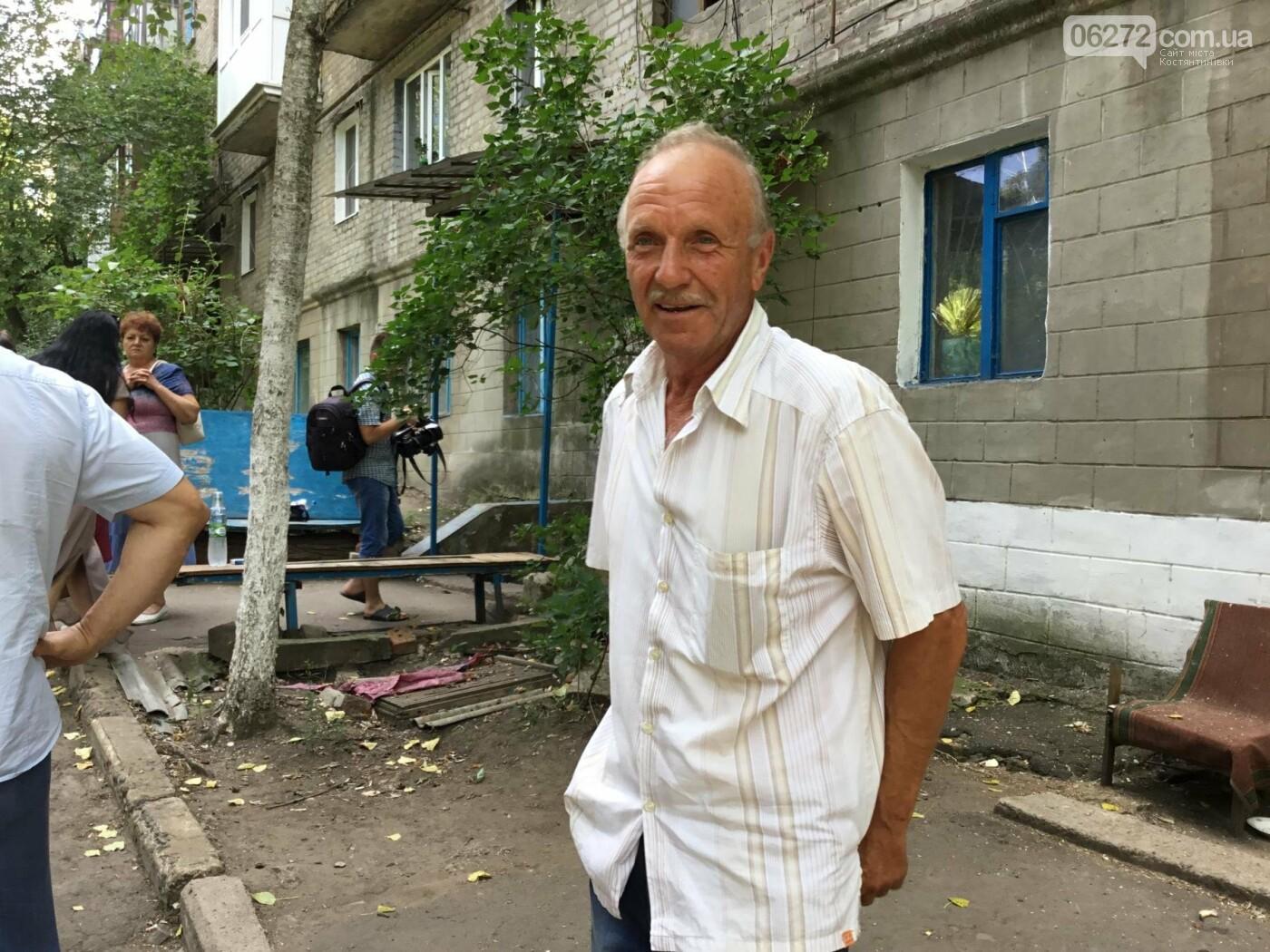 Жители Константиновской многоэтажки против пункта приема вторсырья в их доме, фото-5