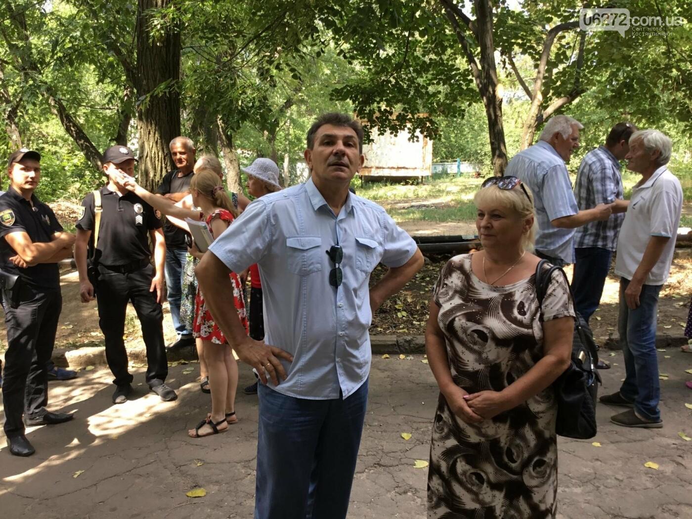 Жители Константиновской многоэтажки против пункта приема вторсырья в их доме, фото-7