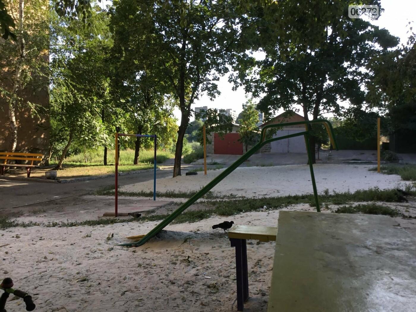 В Константиновке по ул. Безнощенко молодежь сделала спортивную площадку для детей, фото-25