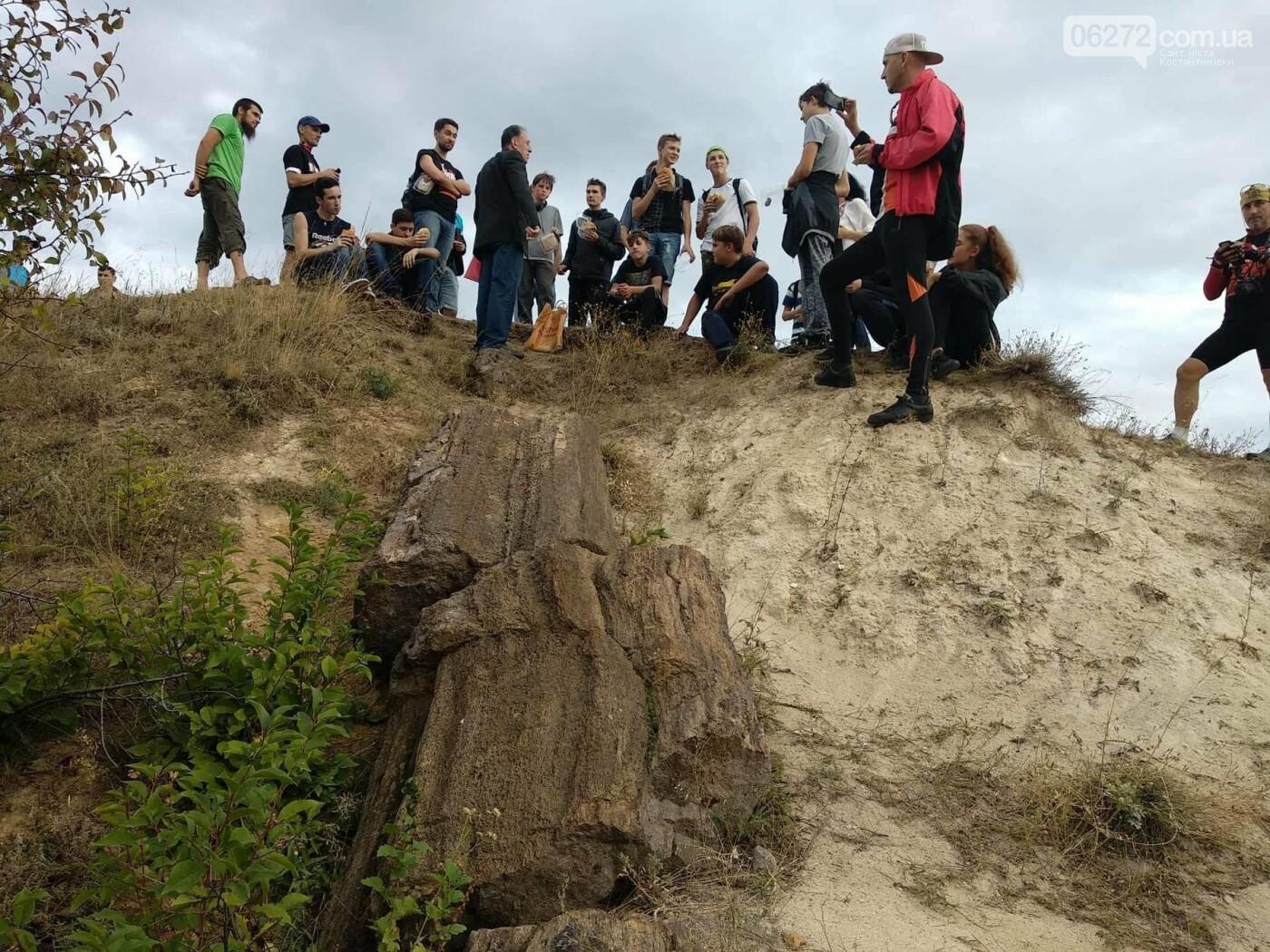 Велосипедисти доторкнулися до скам'янілих дерев, яким понад 250 мільйонів років, фото-1