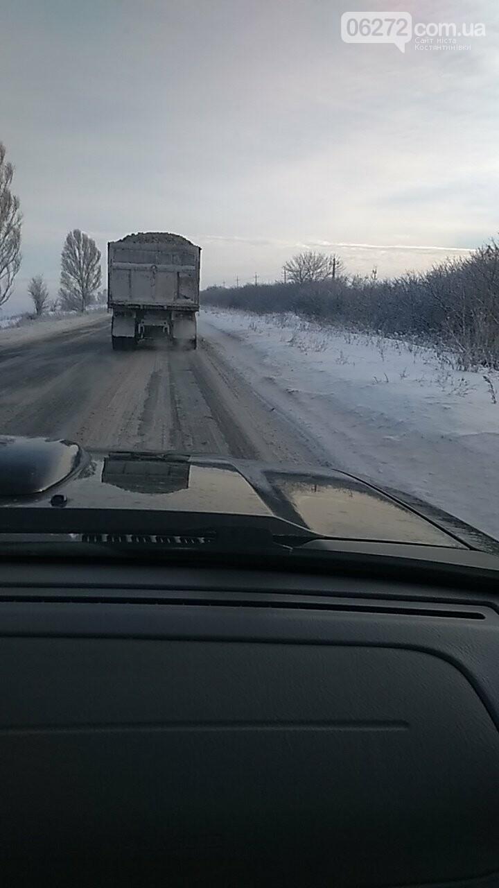 В селі Полтавка Костянтинівського району переповнені глиною вантажівки руйнують дороги, фото-1