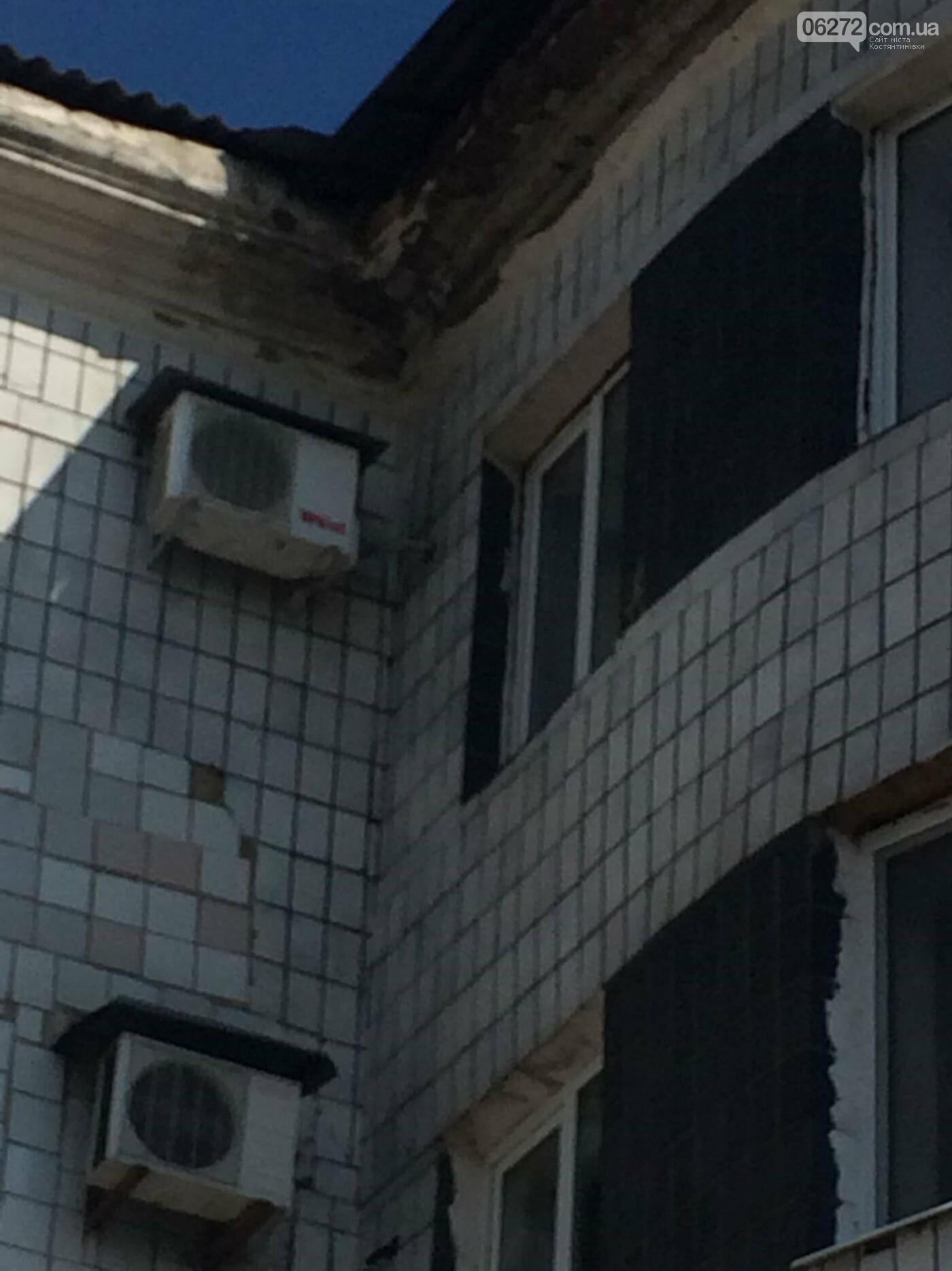 Разрушается крыша Константиновского исполкома (фотофакт), фото-2