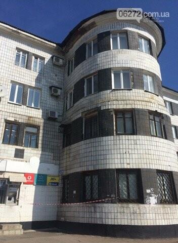Разрушается крыша Константиновского исполкома (фотофакт), фото-1
