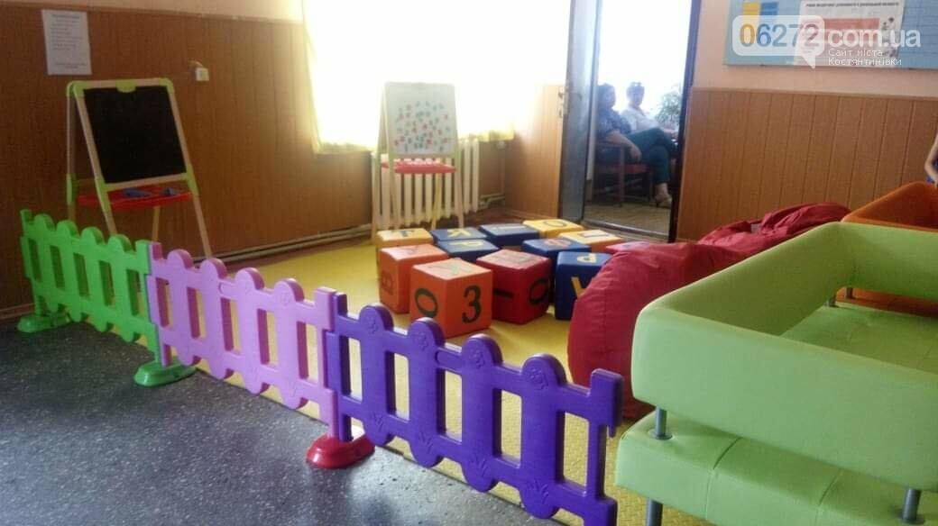 У Костятнтинівській амбулаторії №5 встановили дитячий майданчик (фотофакт), фото-1