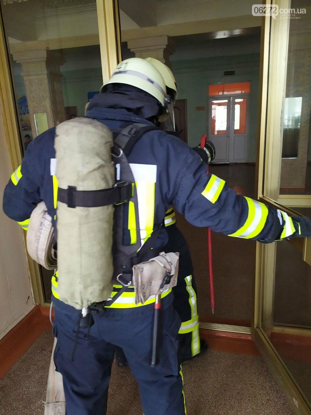 Рятувальники Костянтинівки провели навчання на території медичного коледжу, фото-1