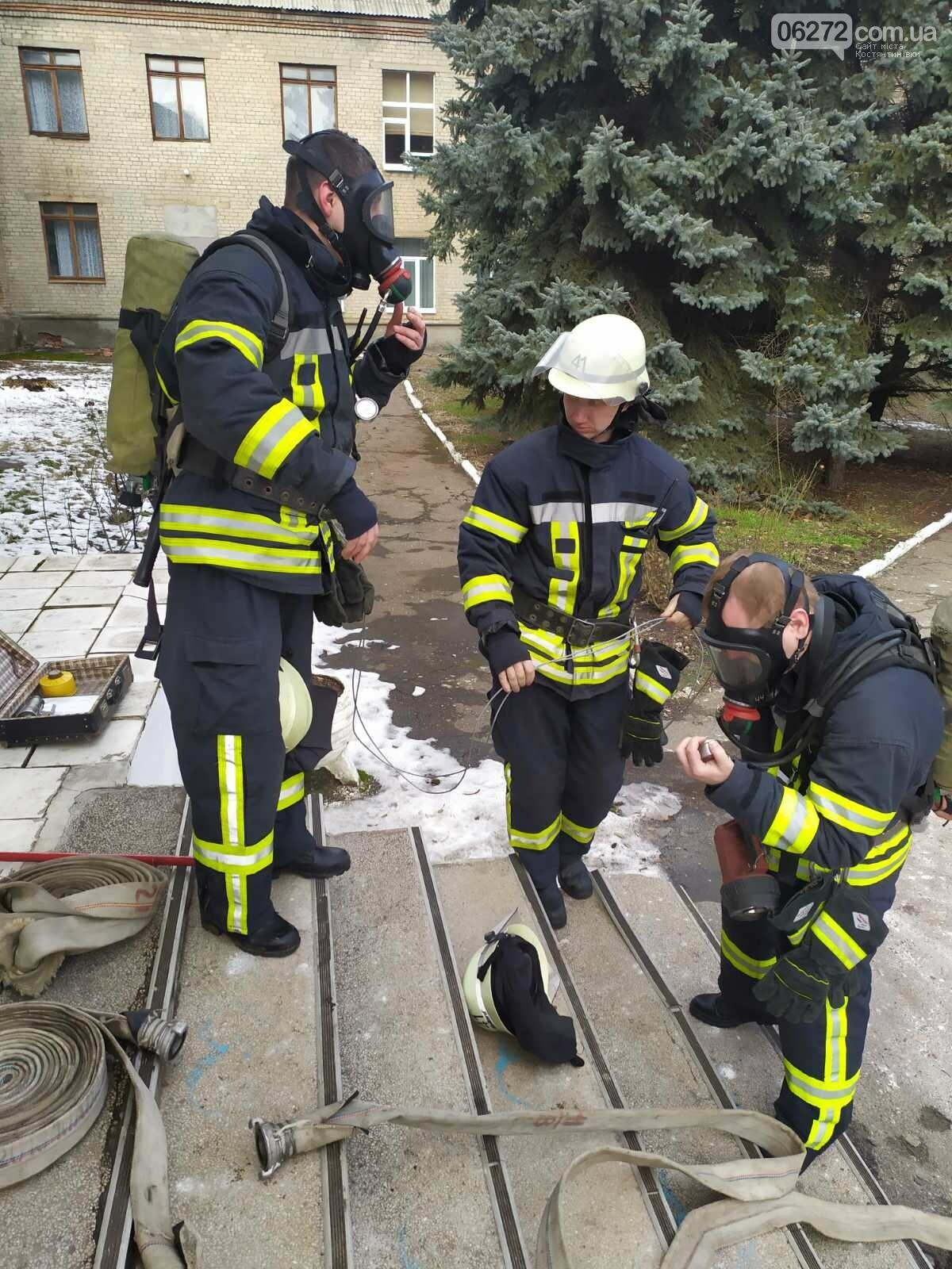 Рятувальники Костянтинівки провели навчання на території медичного коледжу, фото-2