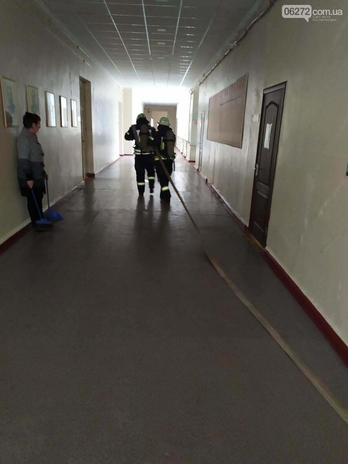 Рятувальники Костянтинівки провели навчання на території медичного коледжу, фото-3