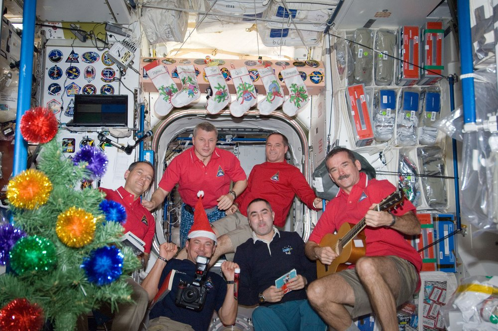 Новый год в космосе. Как отмечают зимние праздники на МКС, фото-1