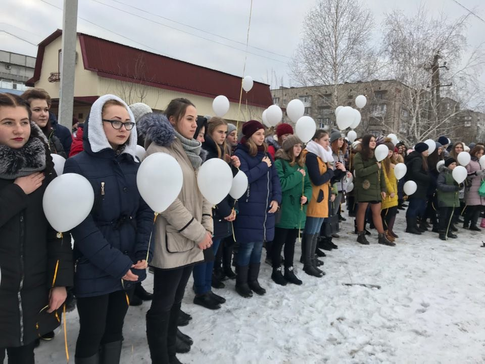 """В Донецькій області палаючим надписом вшанували пам'ять """"Небесної сотні"""", фото-3"""