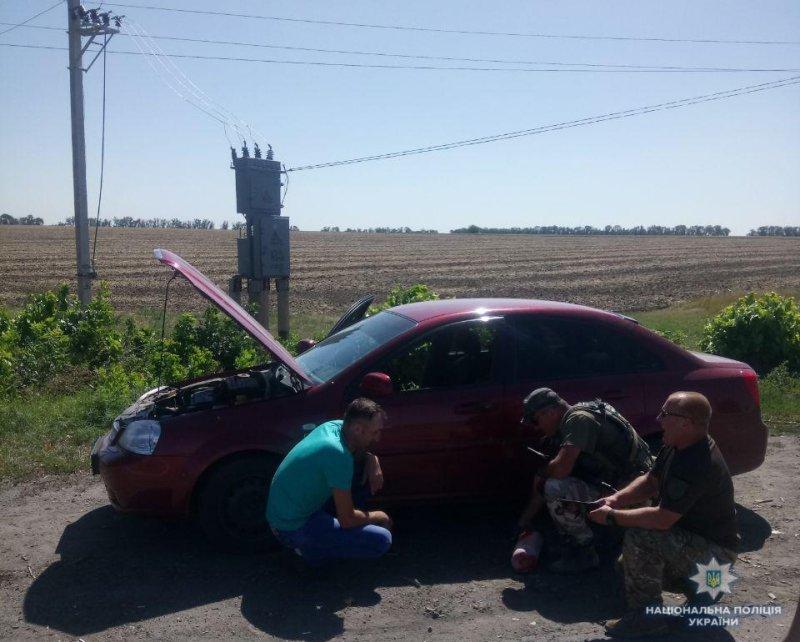 У Костянтинівці поліцейські врятували автівку, яка загорілась, фото-1