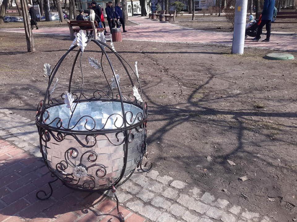 Студенти Донецької області створили метрові металеві писанки, фото-1