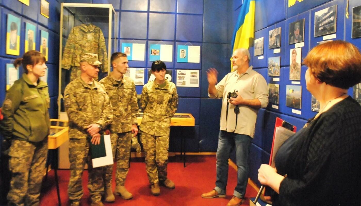 Школярі Костянтинівки відвідали фотовиставку «Ніхто, крім нас», фото-1