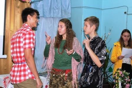 У Костянтинівці показали театралізовану виставу «А роми, як завжди, із піснею у серці», фото-1
