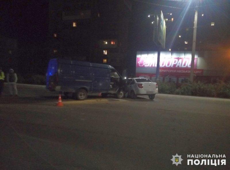 В Константиновке возле магазина «Кредо» в результате аварии пострадало 4 человека, фото-1