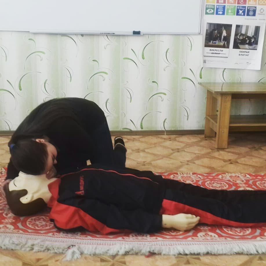 У Костянтинівській школі №16 учні відпрацьовували серцево-легеневу реанімацію на тренажері «Максим», фото-3