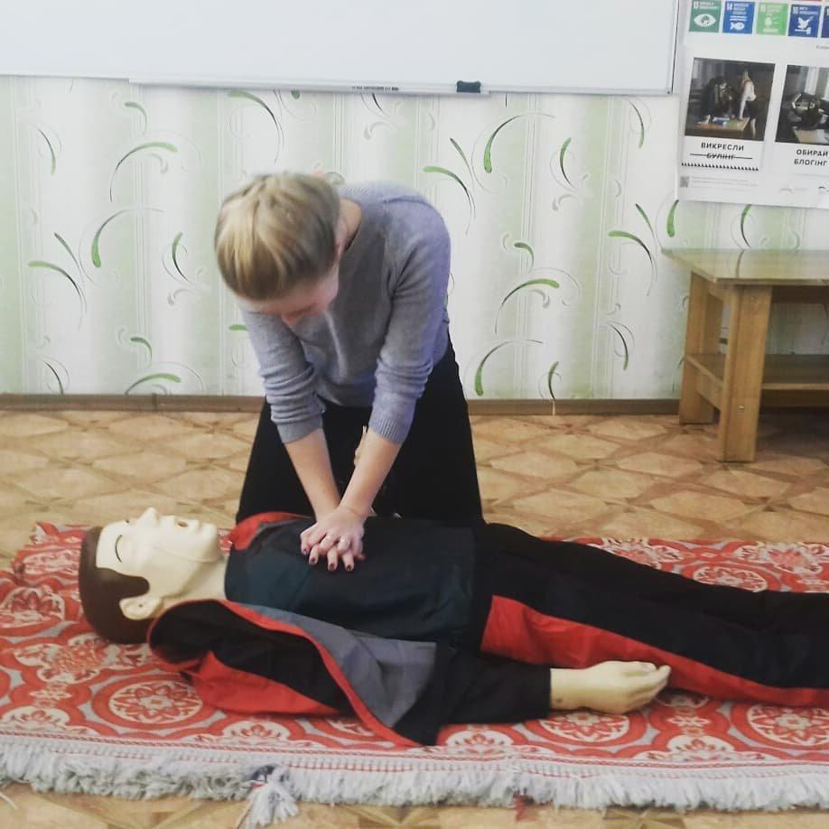 У Костянтинівській школі №16 учні відпрацьовували серцево-легеневу реанімацію на тренажері «Максим», фото-2