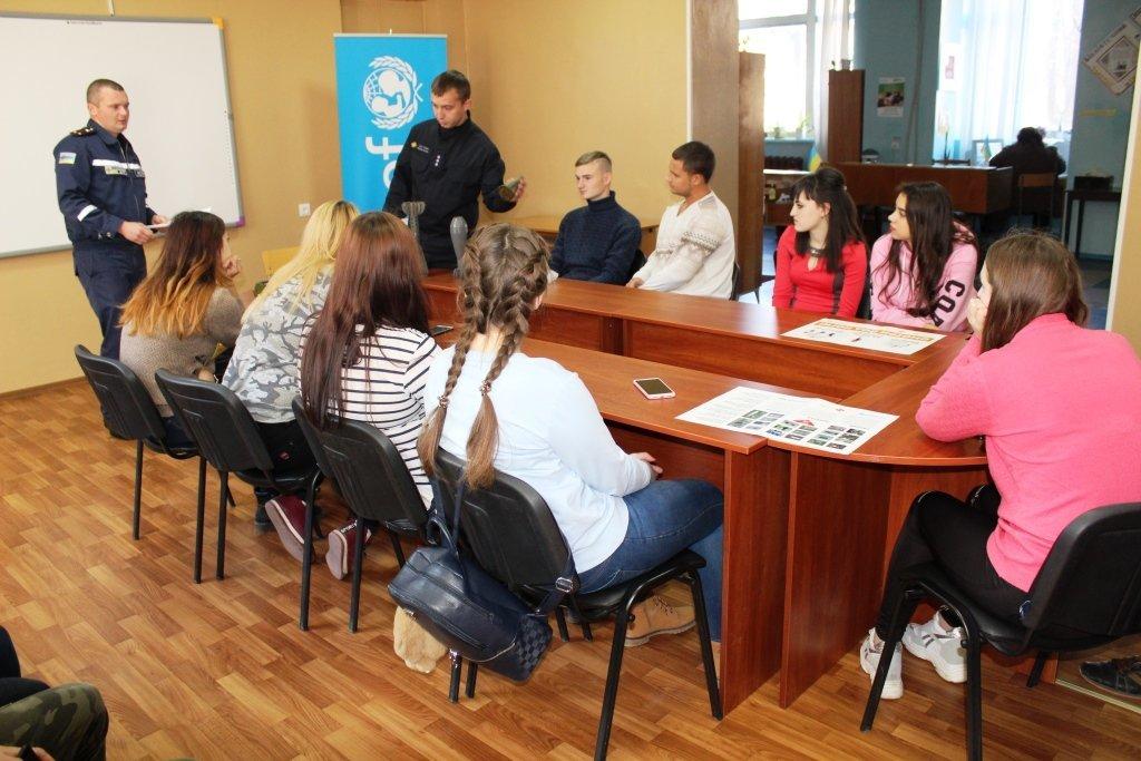 "На курсах ""Код безопасности"" спасатели Константиновки провели урок по минной безопасности , фото-2"