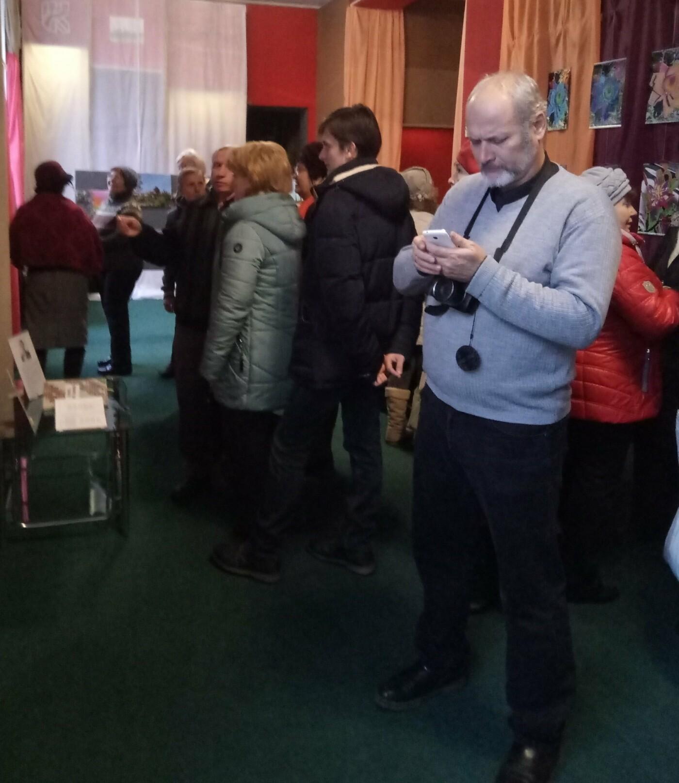 В Константиновке открылась выставка фотографий  «Игра цвета», фото-1