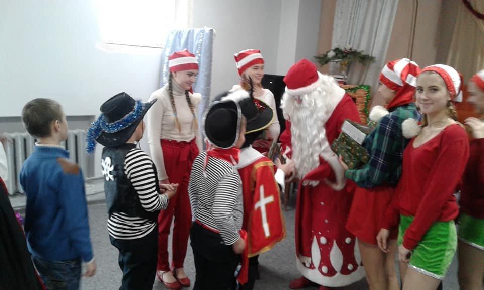 Діти Костянтинівки та району занурилися у Новорічну казку, фото-1