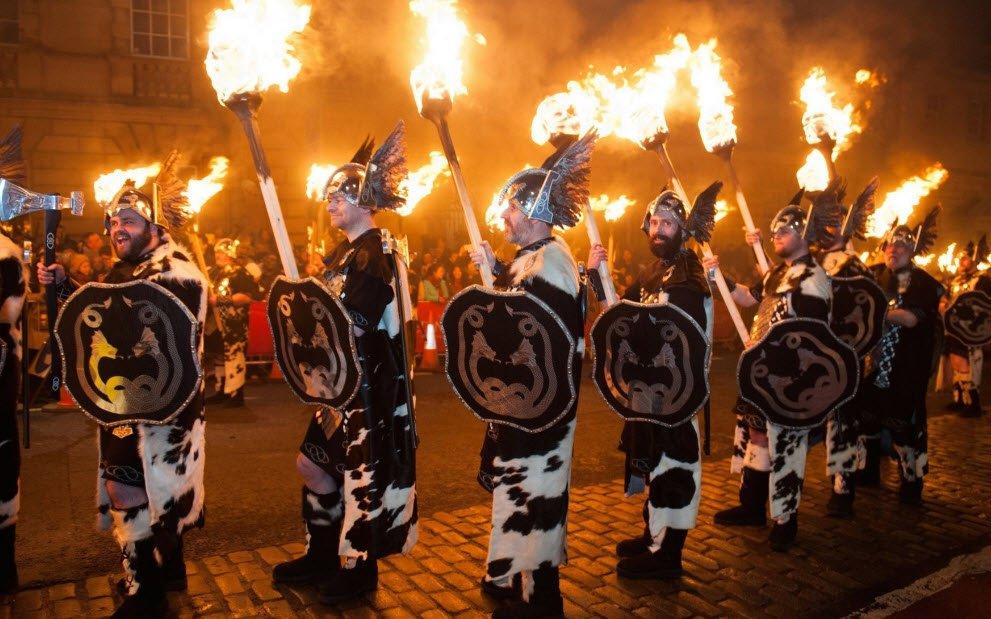 Новый Год в мире. Чучела политиков и водные сражения на улицах, фото-1