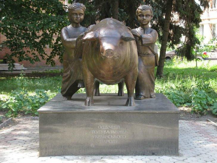 Пам'ятники свиням та поросятам в Україні, фото-3