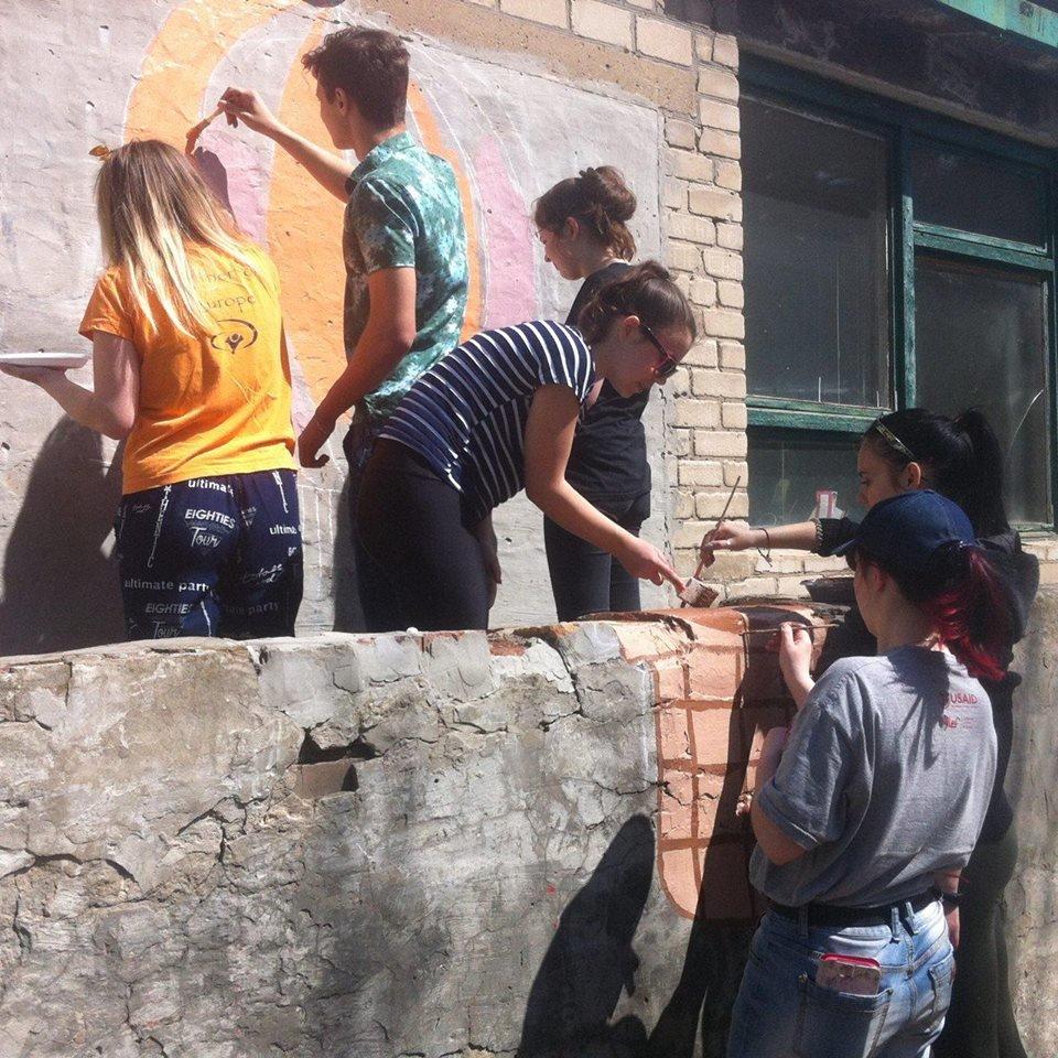 На стінах Костянтинівських шкіл та будинків з'являться яскраві мурали, фото-5