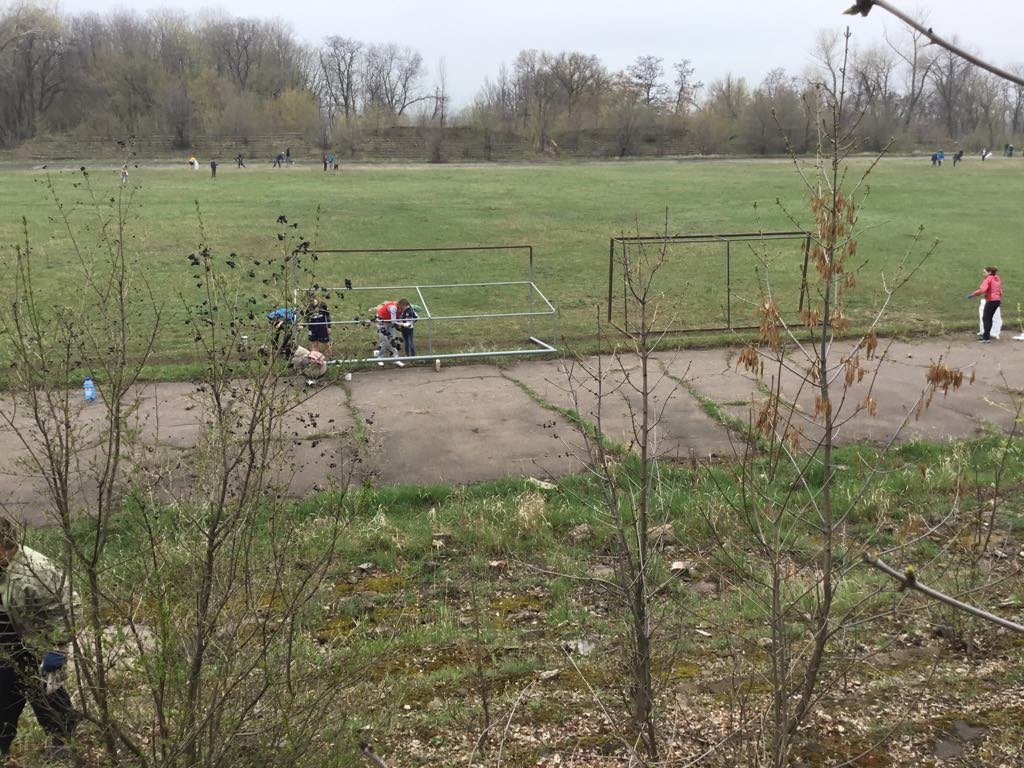 Активисты Константиновки начали восстанавливать стадион, фото-2