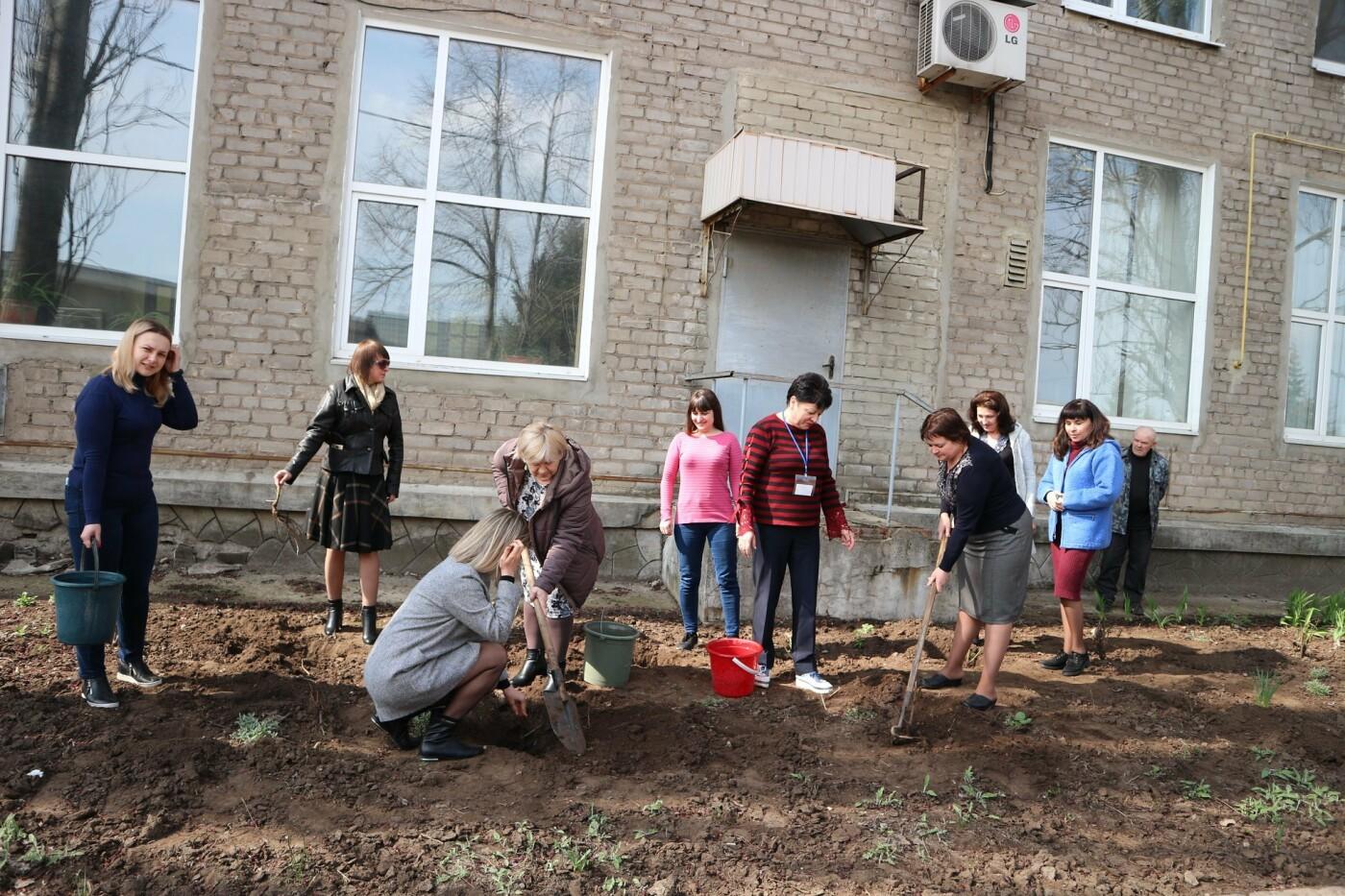 Костянтинівський центр зайнятості долучився до акції з висадки троянд, фото-2