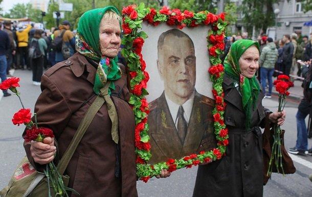Драки, портрет со Сталиным и слезоточивый газ. Как прошло 9 мая в Украине, фото-3
