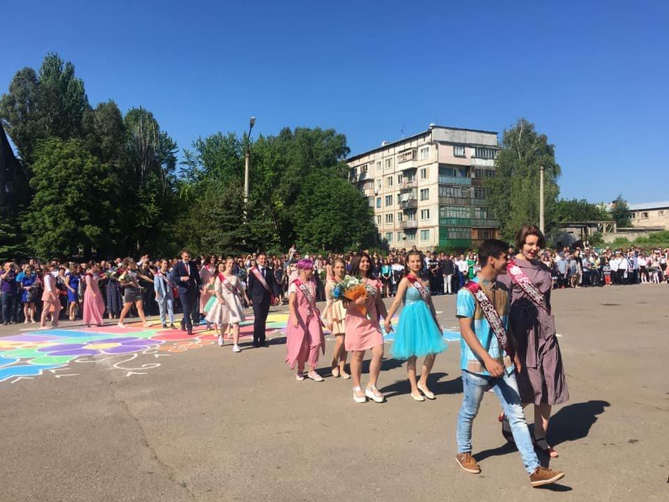 Долгожданное событие года. Последний звонок в школах Константиновки и района (фото), фото-1
