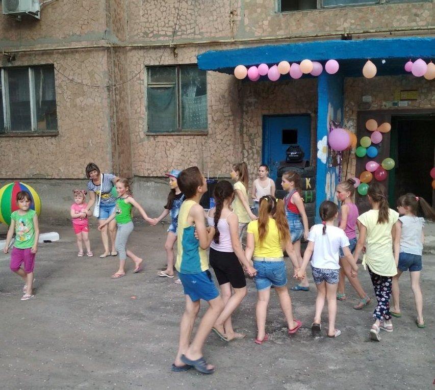 В Константиновке родители микрорайона на Безнощенко устроили праздник для детей, фото-1