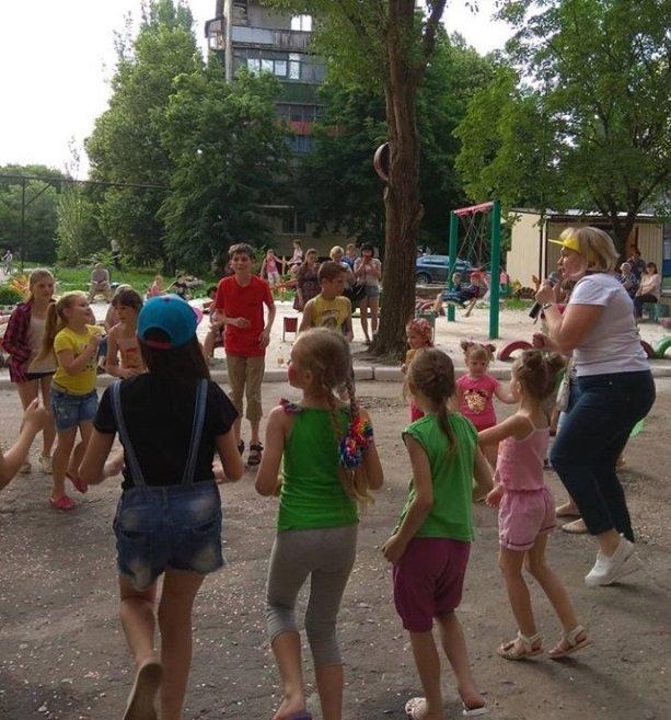 В Константиновке родители микрорайона на Безнощенко устроили праздник для детей, фото-4