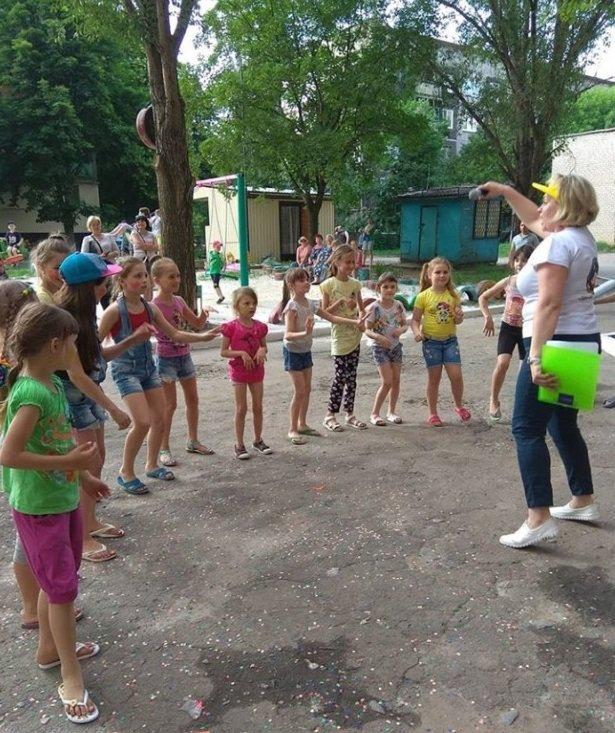 В Константиновке родители микрорайона на Безнощенко устроили праздник для детей, фото-2