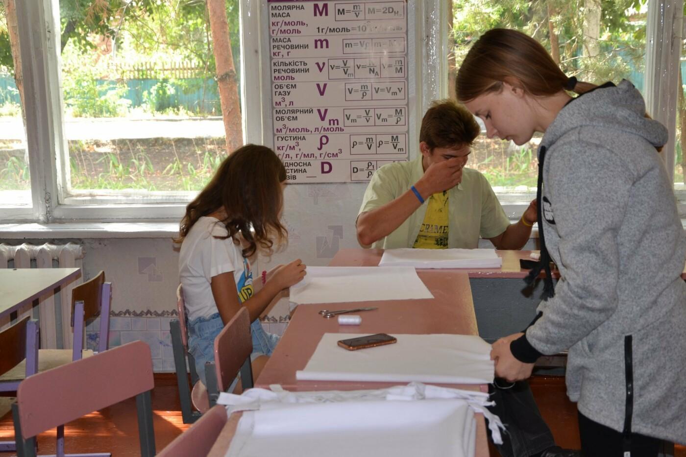 Школярі із села Олександро-Калинове шиють екоторбинки, фото-1