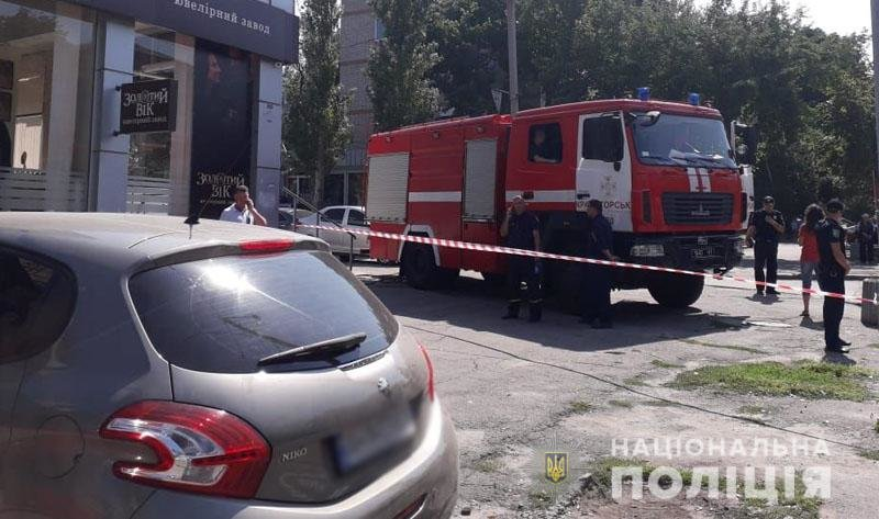 СРОЧНО: В Краматорске неизвестный угрожает взорвать автомобиль и открыть стрельбу по людям, фото-1