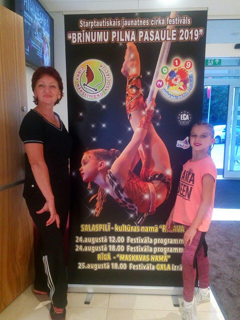 Артистка циркового колективу Костянтинівки «Арена» привезла перемогу із Латвії, фото-1